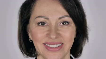 kahkaha : Close Up Of Smiling Businesswoman, White Background