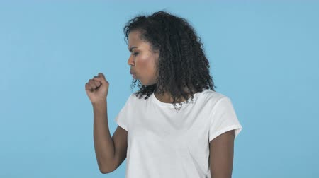 garganta : Sick African Girl Coughing Isolated on Blue Background