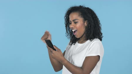 adresa : Girl Using Smartphone Isolated On Blue Background Dostupné videozáznamy