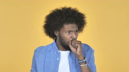 alergia : Sick Afro-American Man Coughing on Yellow Background