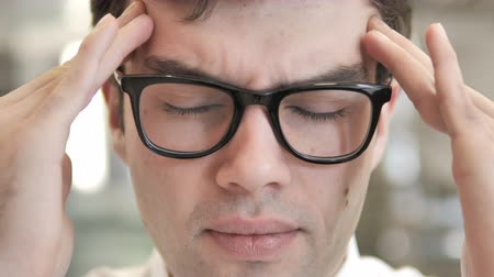 aflição : Close Up of Man in Glasses with Headache and Stress Stock Footage