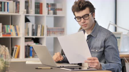 контракт : Creative Man Working on Documents and Paperwork Стоковые видеозаписи