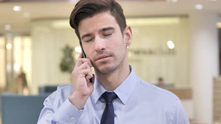discar : Businessman Talking on Phone in Office Stock Footage