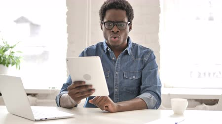 Stressed African Man Reacting to Loss on Tablet 動画素材
