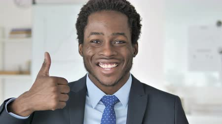 suceder : Thumbs Up by African Businessman Vídeos