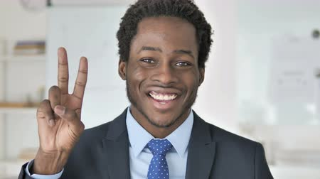 impresionado : Victory Sign by Positive African Businessman