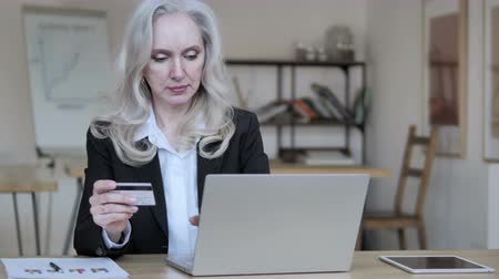 cash free : Online Shopping Failure for Old Businesswoman