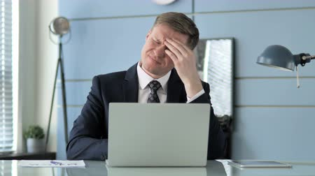 biznesmen : Businessman with Headache