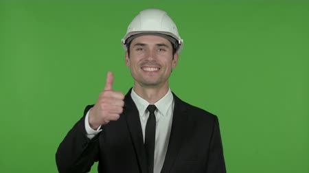 colarinho branco : Young Engineer showing Thumbs Up, Chroma Key