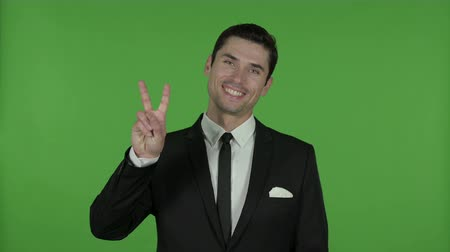 recortar : Businessman Showing Victory Sign, Chroma Key
