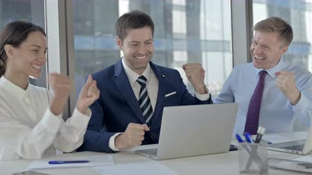 kereskedő : Executive Business people Celebrating with Both Fests and using Laptop on Office Table