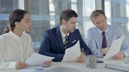 трейдер : Executive Business people Discussing things through Documents on Office Table Стоковые видеозаписи