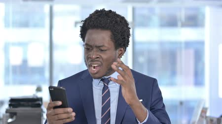 porażka : African American Businessman get Shocked on Cellphone