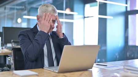 irritatie : Tired Middle Aged Businessman having Headache in Office Stockvideo