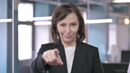 oportunidade : Portrait of Cheerful Middle Aged Businesswoman Pointing Finger at Camera