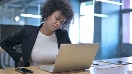ortopedia : Tired African Businesswoman having Back Pain at Work