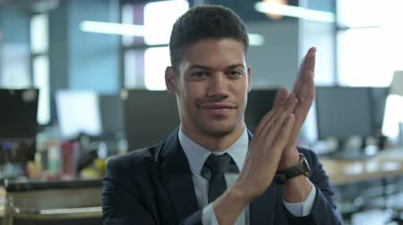 dankbaar : Portrait of African Businessman Clapping in Modern Office Stockvideo