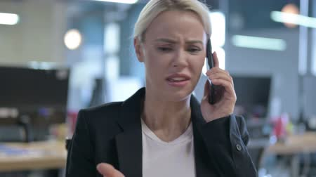 bizarre : Angry Businesswoman Scolding and Shouting during Phone Talk Stock Footage