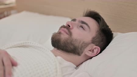 adversidade : Worried Young Man Trying to Sleep in Bed Stock Footage