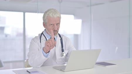 ontkenning : Serious Senior Old Doctor saying No with Finger Sign Stockvideo