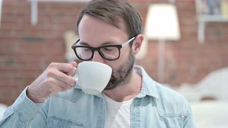 káva : Portrait of Attractive Beard Young Man having Coffee