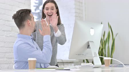 agradecimiento : Creative Team Celebrating Success on Desktop by High-Five in Office