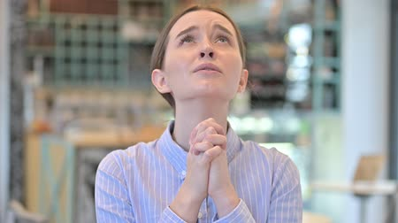 bizakodó : Portrait of Hopeful Young Businesswoman Praying