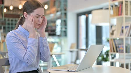 pouze ženy : Young Businesswoman with Headache using Laptop in Cafe