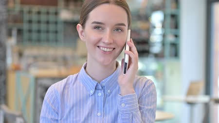pouze ženy : Portrait of Young Businesswoman Talking on Smartphone