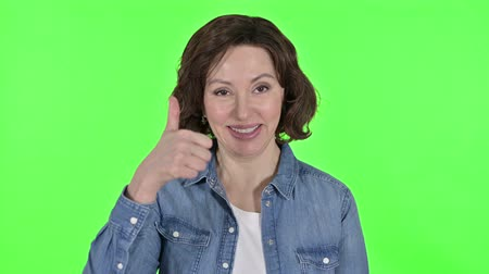 kciuk : Thumbs up by Positive Old Woman, Green Chroma Key Background
