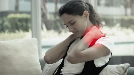 zpátky : Woman massaging her neck and shoulder from an ache or pain. red circles as a point of pain