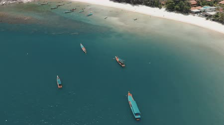 flying over amazing white sand beach and tropical lagoon with boats Vídeos
