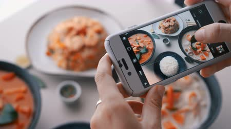 asya mutfağı : Female hands take photos of food by modern smartphone. Closeup. 4K. Stok Video