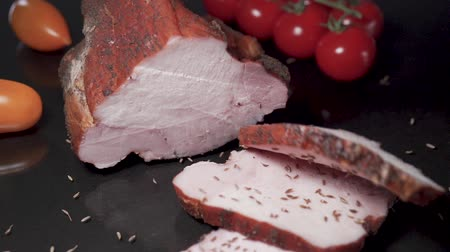 вылеченный : Slices of smoked meat falls in slow motion