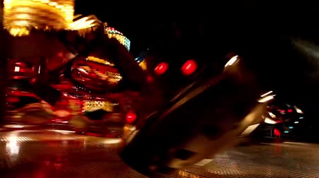 tekerlekler : Carousels in amusement park at night Stok Video