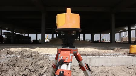 retângulo : Red laser is leveling device central device to level construction site. Modern device makes measurements with red laser level tool.