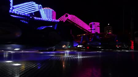 balsa : Fast spinning colorful carousel illuminated at night with vivid lightnings. Vídeos