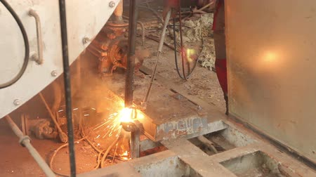 cortador : Worker is cutting manually old, scrap, metal construction using gas mixture of oxygen and acetylene, propane.Photo - JPEG video codec