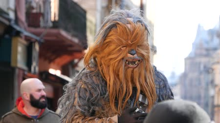 герои : Ukraine, lviv - may 16: Chewbacca, the hero of Star Wars film, walking the streets of Lviv
