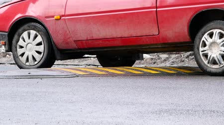 sapma : Car path through a speed bump