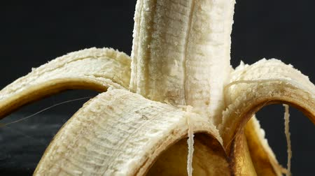 nápadný : Banana skin extreme close up stock footage. Banana skin surface in macro close up with a sliding camera move