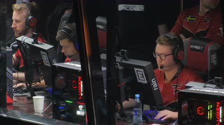 flama : MOSCOW, RUSSIA - OCTOBER 27 2018: EPICENTER Counter Strike: Global Offensive esports event. Players booth with team FAZE clan inside on a stage. Players rain, karrigan, olofmeister. Stok Video