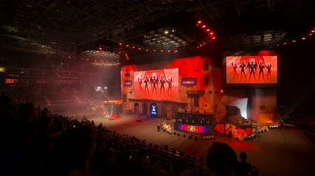flama : MOSCOW, RUSSIA - OCTOBER 27 2018: EPICENTER Counter Strike: Global Offensive esports event. Main stage, lightning, illumination, big screen on the opening ceremony. Stok Video