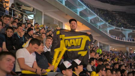 MOSCOW, RUSSIA - OCTOBER 27 2018: EPICENTER Counter Strike: Global Offensive esports event. Fans on a tribunes cheering and supporting their favorite teams. Young man with Natus Vincere NaVi flag. Stok Video