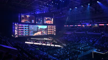 flama : MOSCOW, RUSSIA - 14th SEPTEMBER 2019: esports Counter-Strike: Global Offensive event. Main stage with a big screen showing the matchs game moments. Stok Video