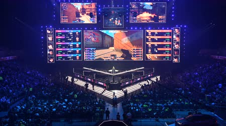 forma : MOSCOW, RUSSIA - 14th SEPTEMBER 2019: esports Counter-Strike: Global Offensive event. Main stage with a big screen showing the matchs game moments. Tribunes are full of video games fans.