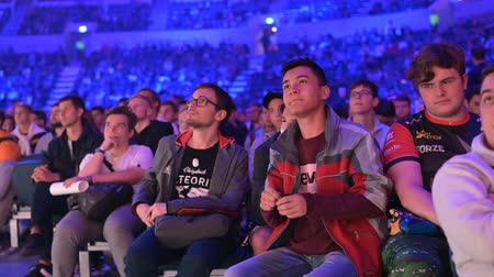 герои : MOSCOW, RUSSIA - 14th SEPTEMBER 2019: esports Counter-Strike: Global Offensive event. Video games fans showing their love and cheering for their favorite team during the match.