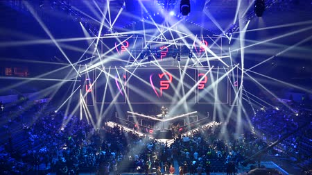 dyskoteka : MOSCOW, RUSSIA - 14th SEPTEMBER 2019: esports gaming event. Amazing lighting, illumination, big screen. Russian rapper Feduk perform on a stage on the opening ceremony.