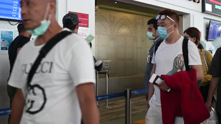 щит : Phuket, Thailand - March 04 2020: Passengers and airport staff wearing face masks at security control. Getting temperature checked for CoronaVirus before the flight.
