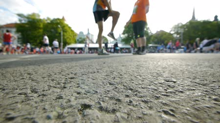 atletismo : HD - Warm-up before start of Marathon